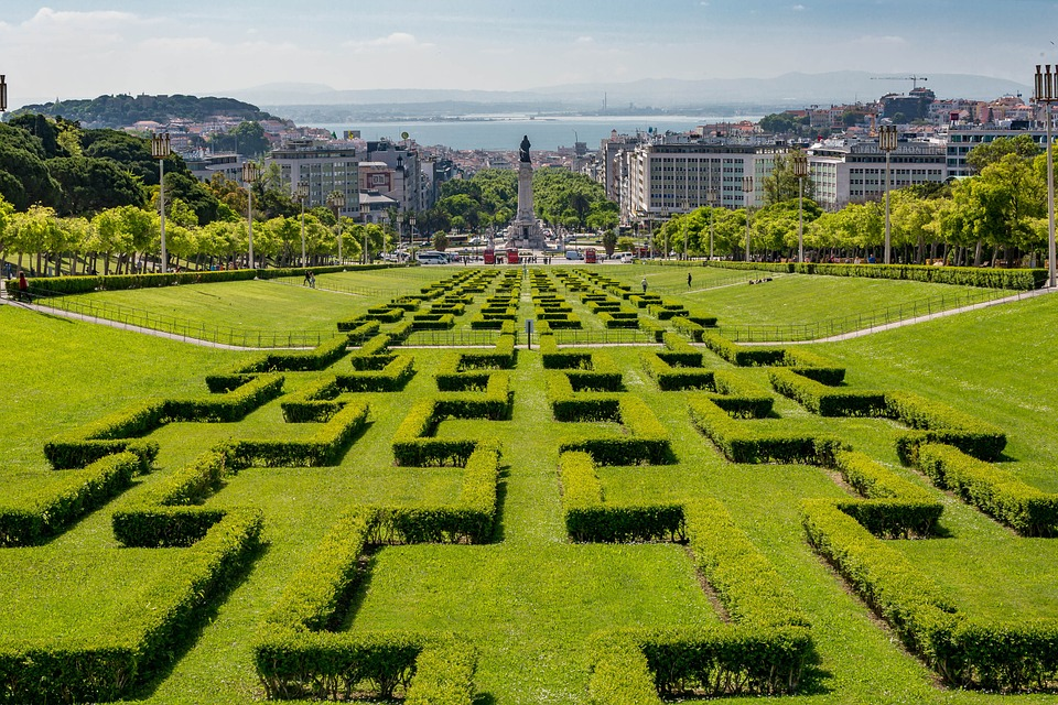 В Португалии можно получить гражданство за инвестиции, что позволяет путешествовать по Европе без регулярного оформления виз