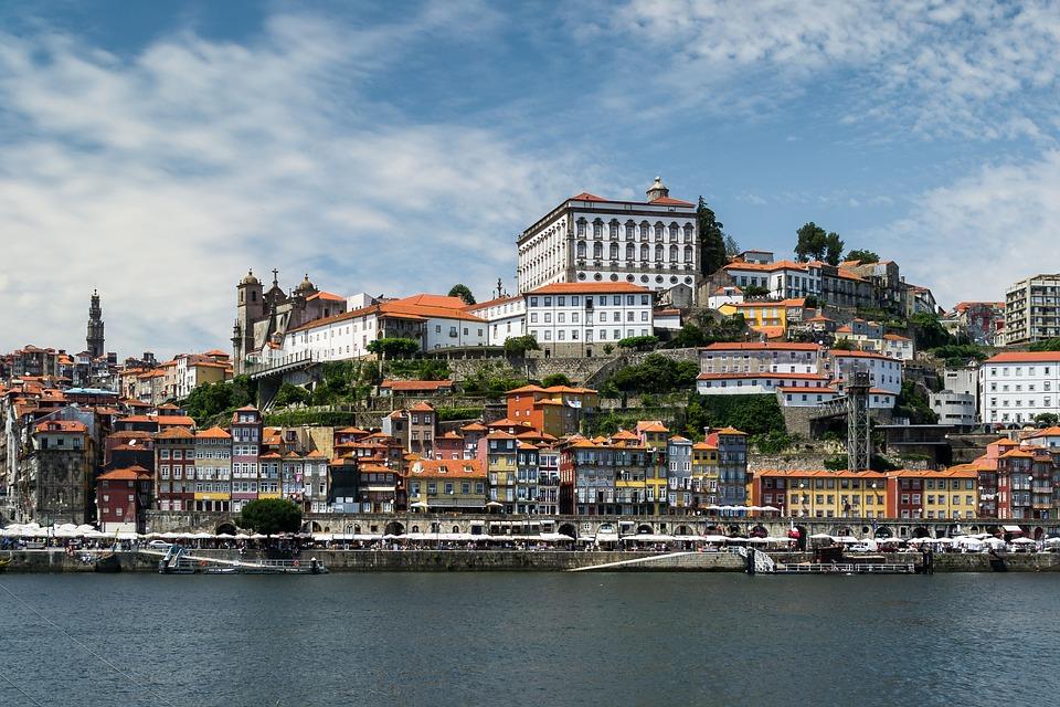 Максимально лояльно Португалия относится к инвесторам, которые хотят получить вид на жительство за инвестиции