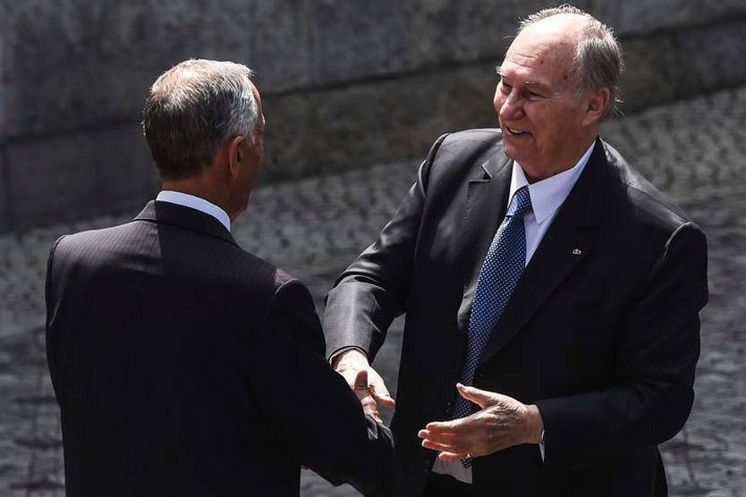 Президент Португалии, Марселу Ребелу де Соза, приветствует Ага-Хана в Лиссабоне