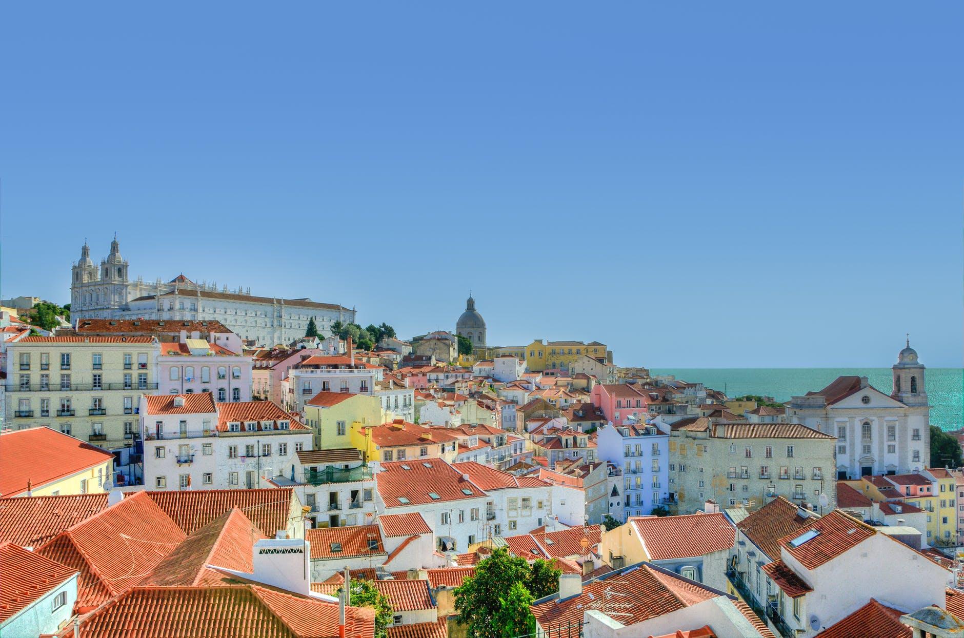 Помимо всех преимуществ португальского паспорта для путешествий и бизнеса, еще стоит отметить высокий уровень жизни и приятный климат в самой стране