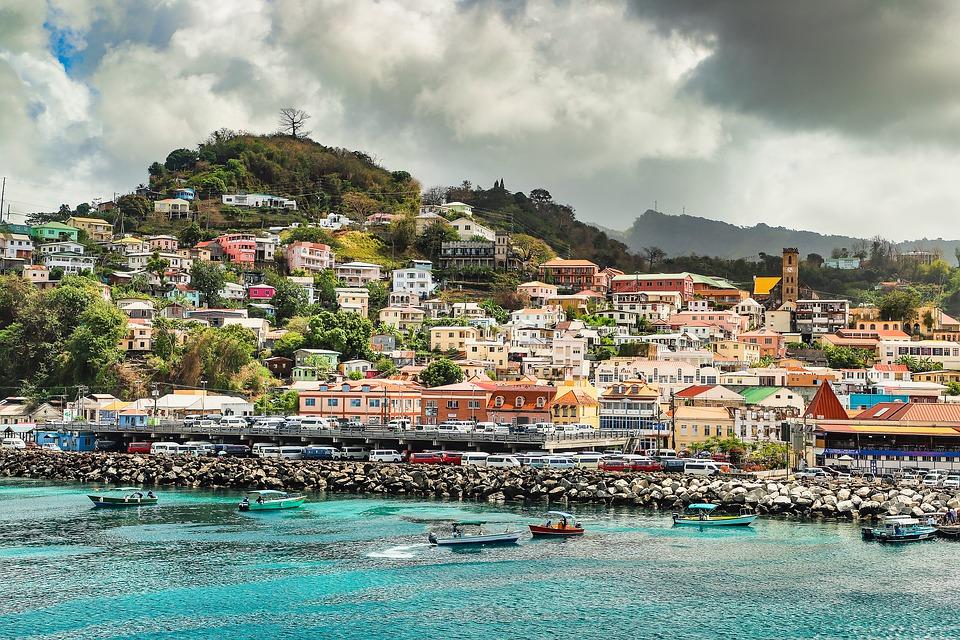 Карибские острова предлагают современную и даже роскошную инфраструктуру. Здесь есть несколько больших портов, марины для яхт, аэропорты.