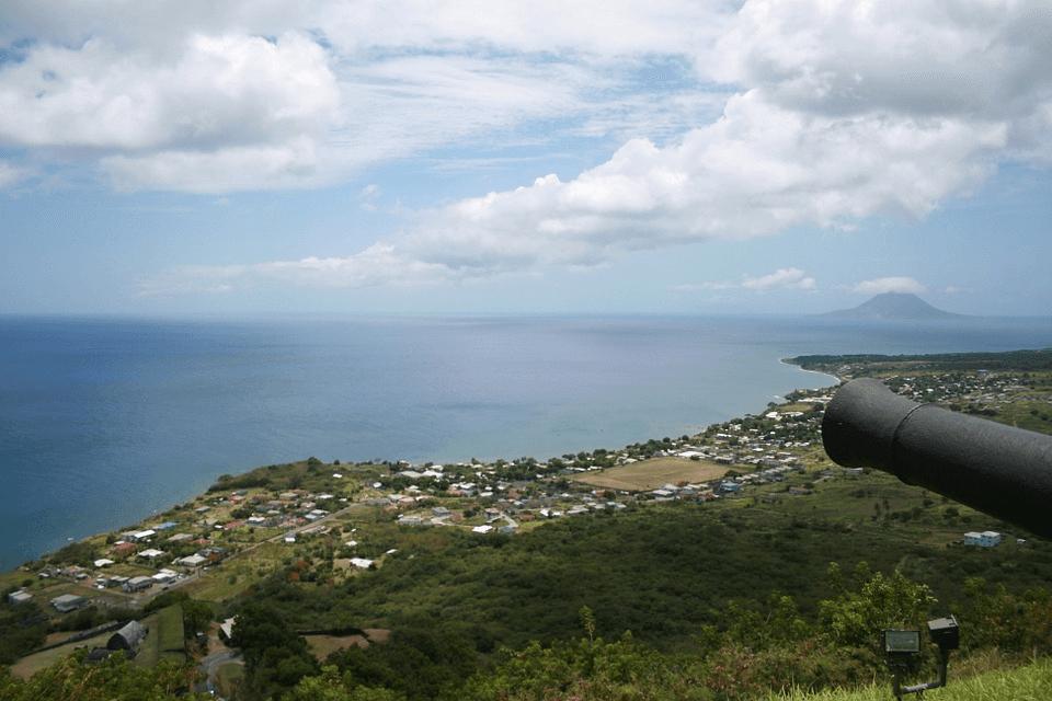 Чтобы получить паспорт Сент-Китс и Невис, совсем не обязательно посещать острова лично. Но хотя бы разок стоит сюда приехать, чтобы полюбоваться завораживающими пейзажами Карибского моря