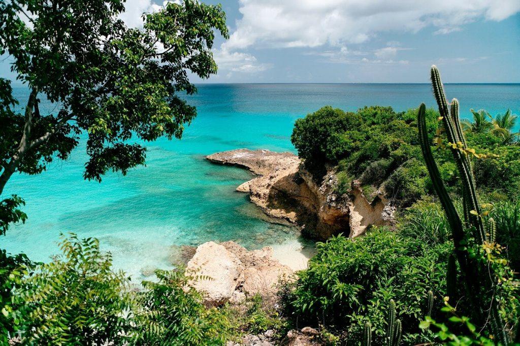 Паспорт Доминики дает безвизовый въезд на многие территории и страны, среди них — Ангилья